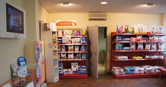 étagères de vente de sacs de croquettes
